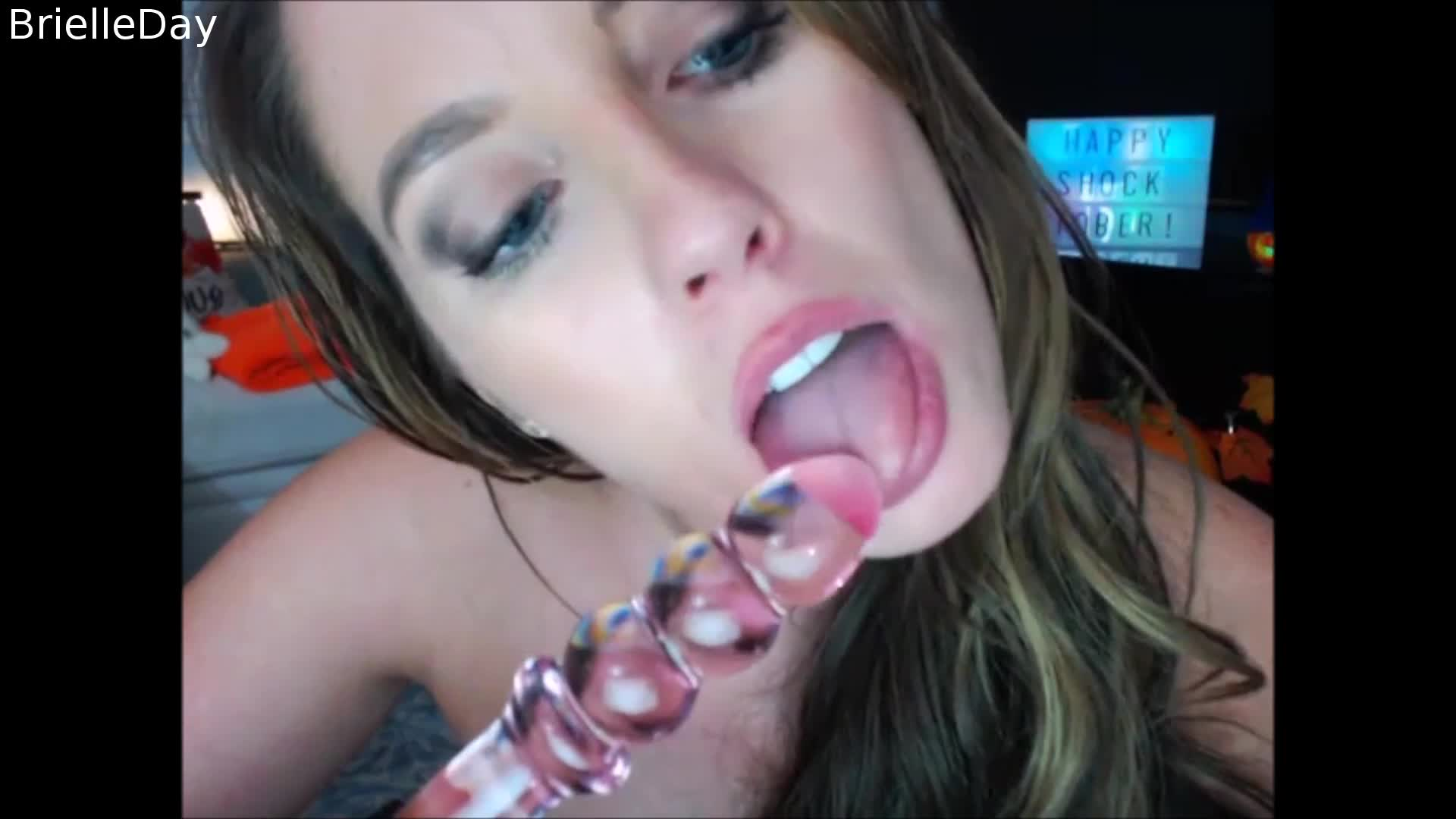"""""""BrielleDay"""" (Dildo Sucking, Extreme Close-ups, Live Cams, Spanking, Toys) Testing Multiple Toys - ManyVids Production"""