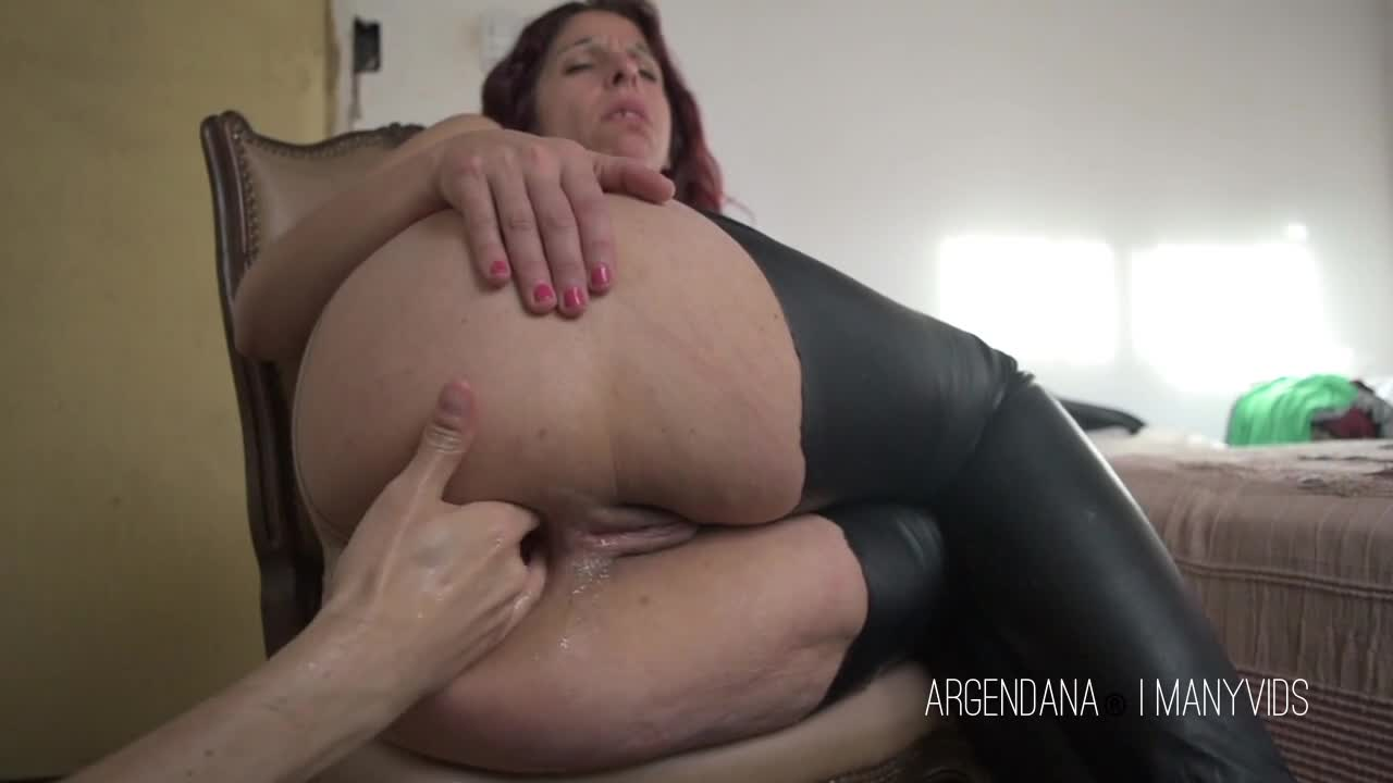 Milfs  Manyvids - Download Video For A Minimum Fee-9736