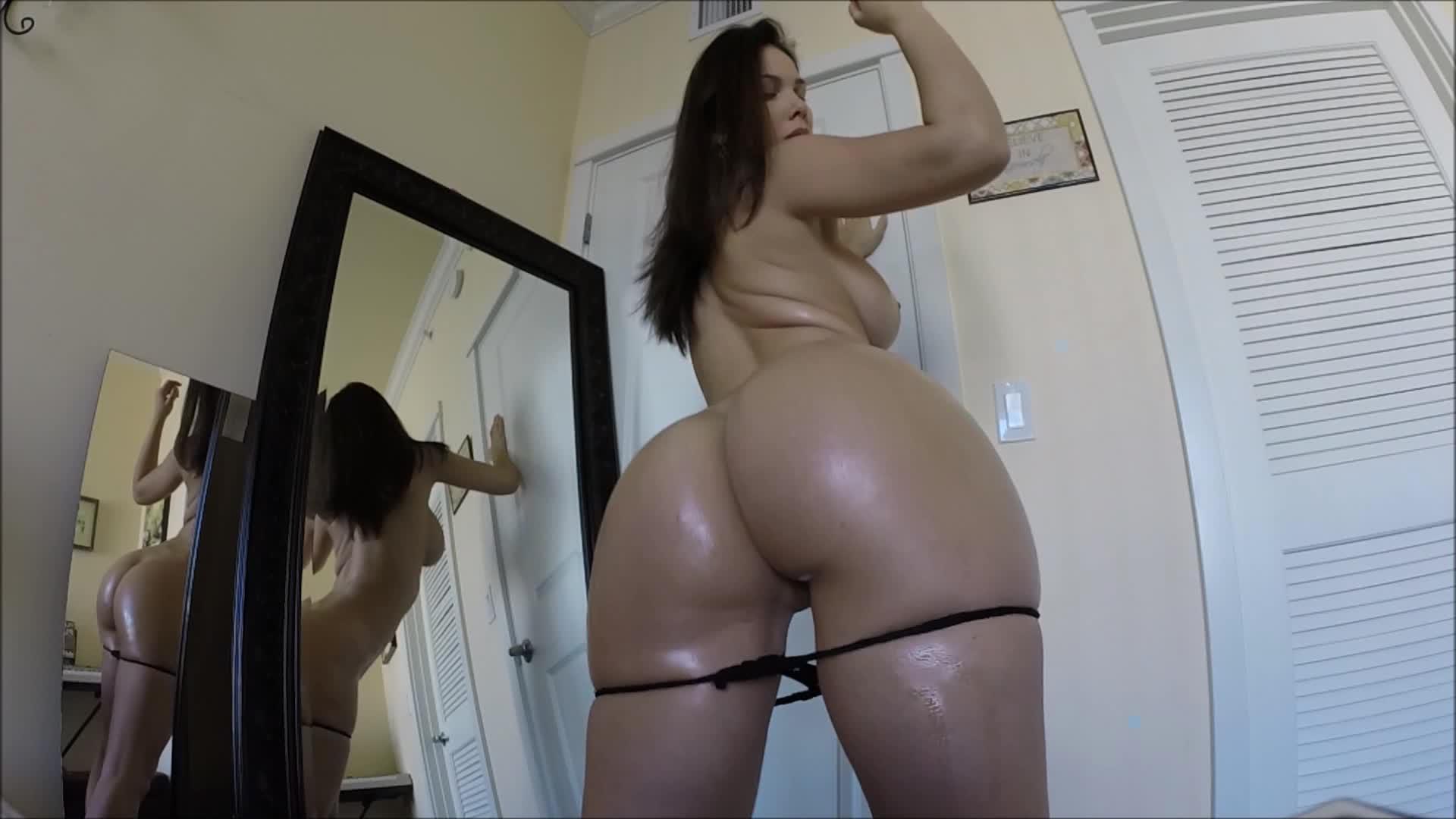 Nude dancer oils ass for cam