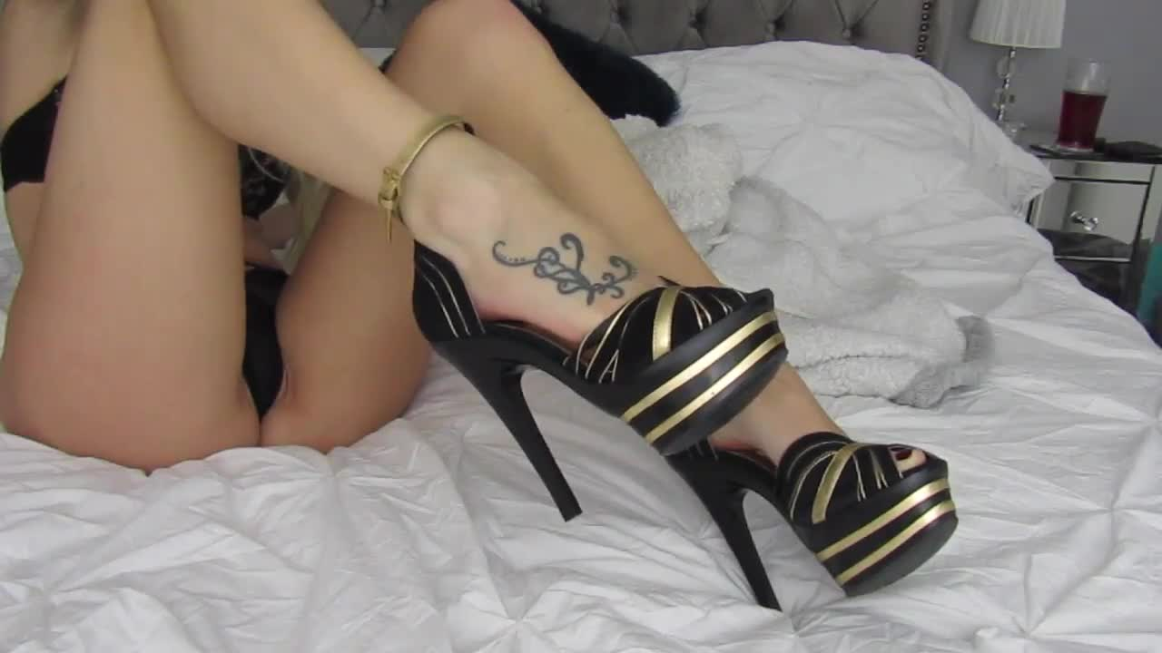 """""""Brea Rose"""" (Feet, Barefoot, Foot Fetish, Foot Play, High Heels) Foot Tease and Rub - ManyVids Production"""