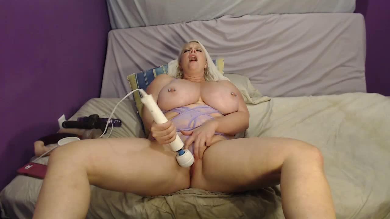 Huge Lesbian Squirting Orgasm