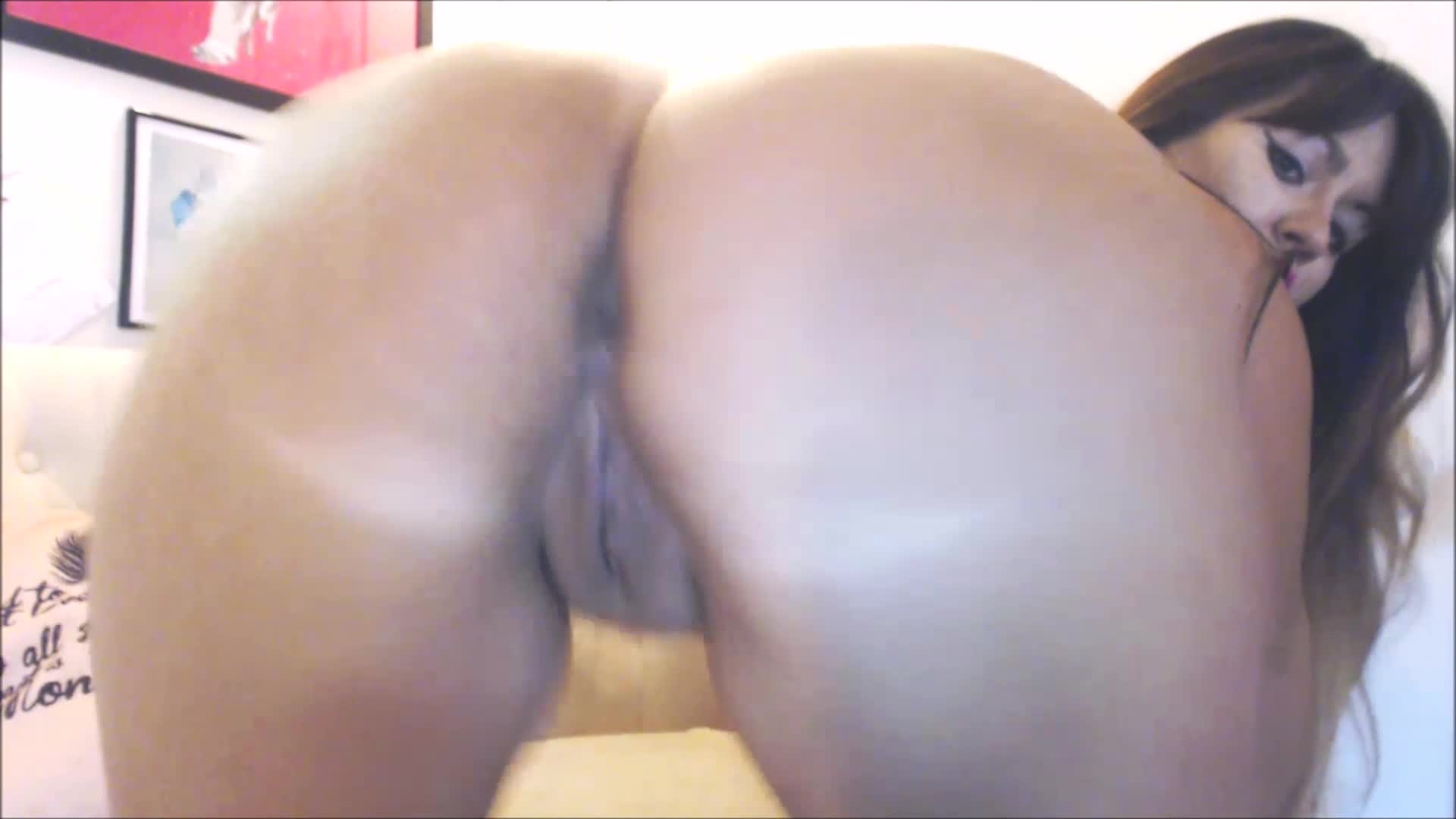 ass shaking completely naked