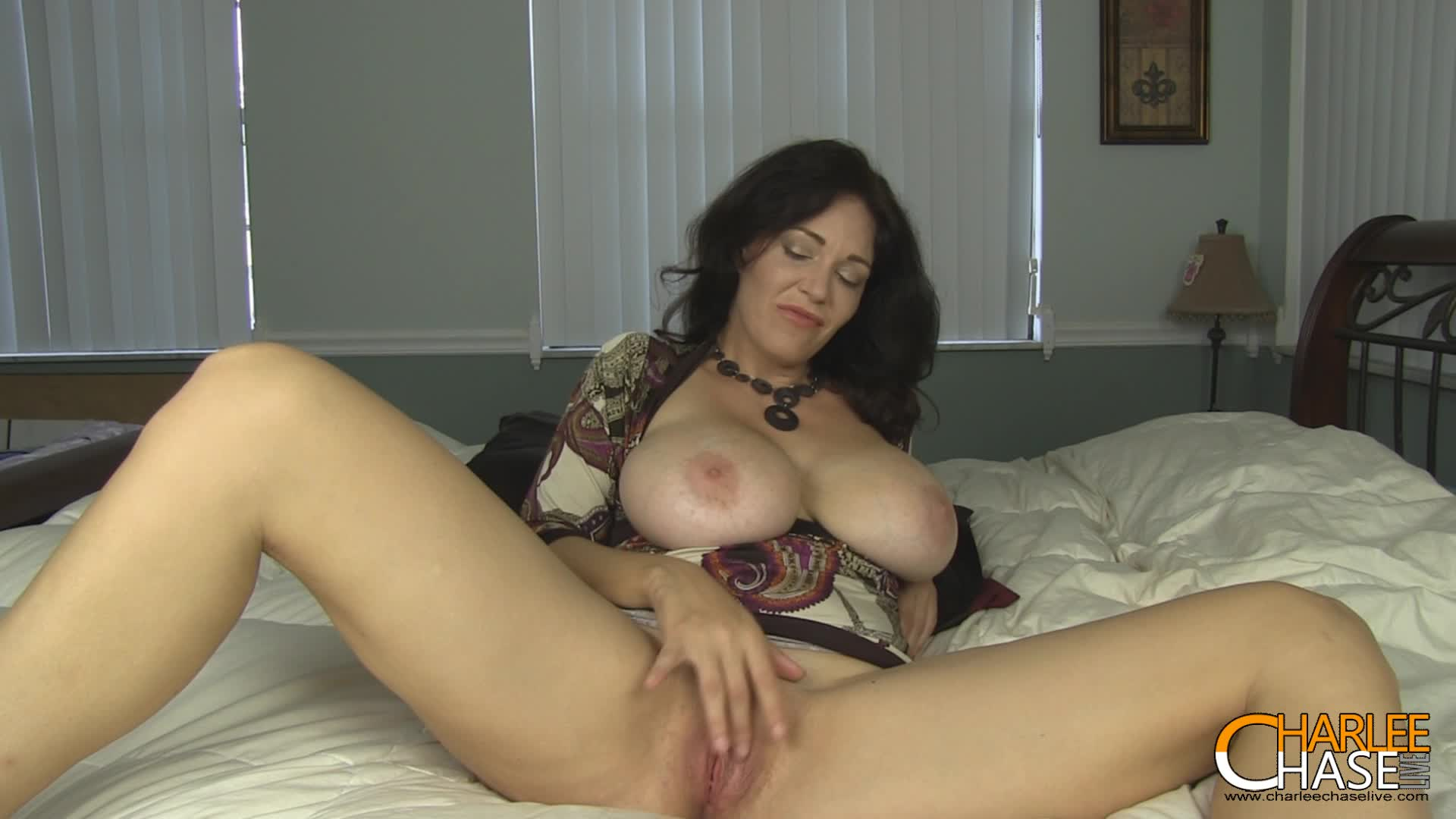 Charlee Chase'd vid