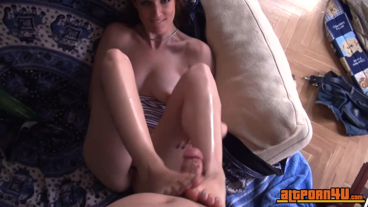 Upclose vibe in pussy play of girl on cam till cum