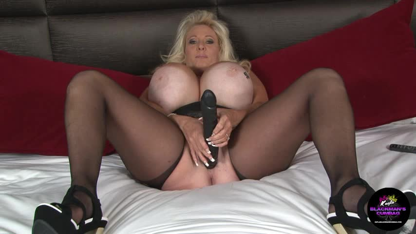 Kayla Kleevage Strapon