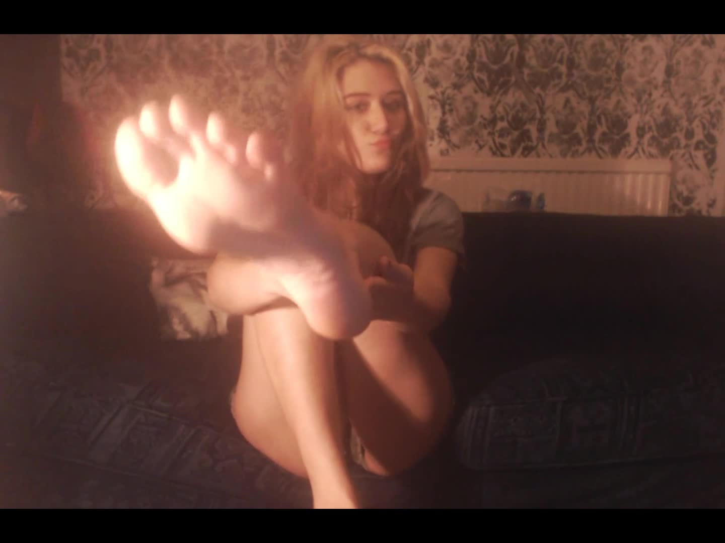 """MayaLoux"" (Barefoot, Foot Domination, Foot Fetish, Foot Slave Training, Foot Worship) Kiss Lick Smell My Feet Foot Worship - ManyVids Production"