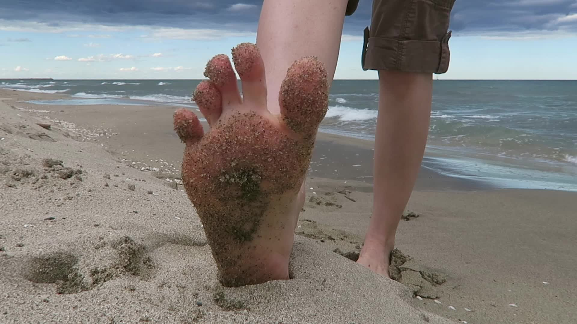 """""""Mylene"""" (Foot Worship, Highly Arched Feet, Long toes, Soles, Toe Fetish) Hot beach feet. Sexy soles and cute toes - ManyVids Production"""