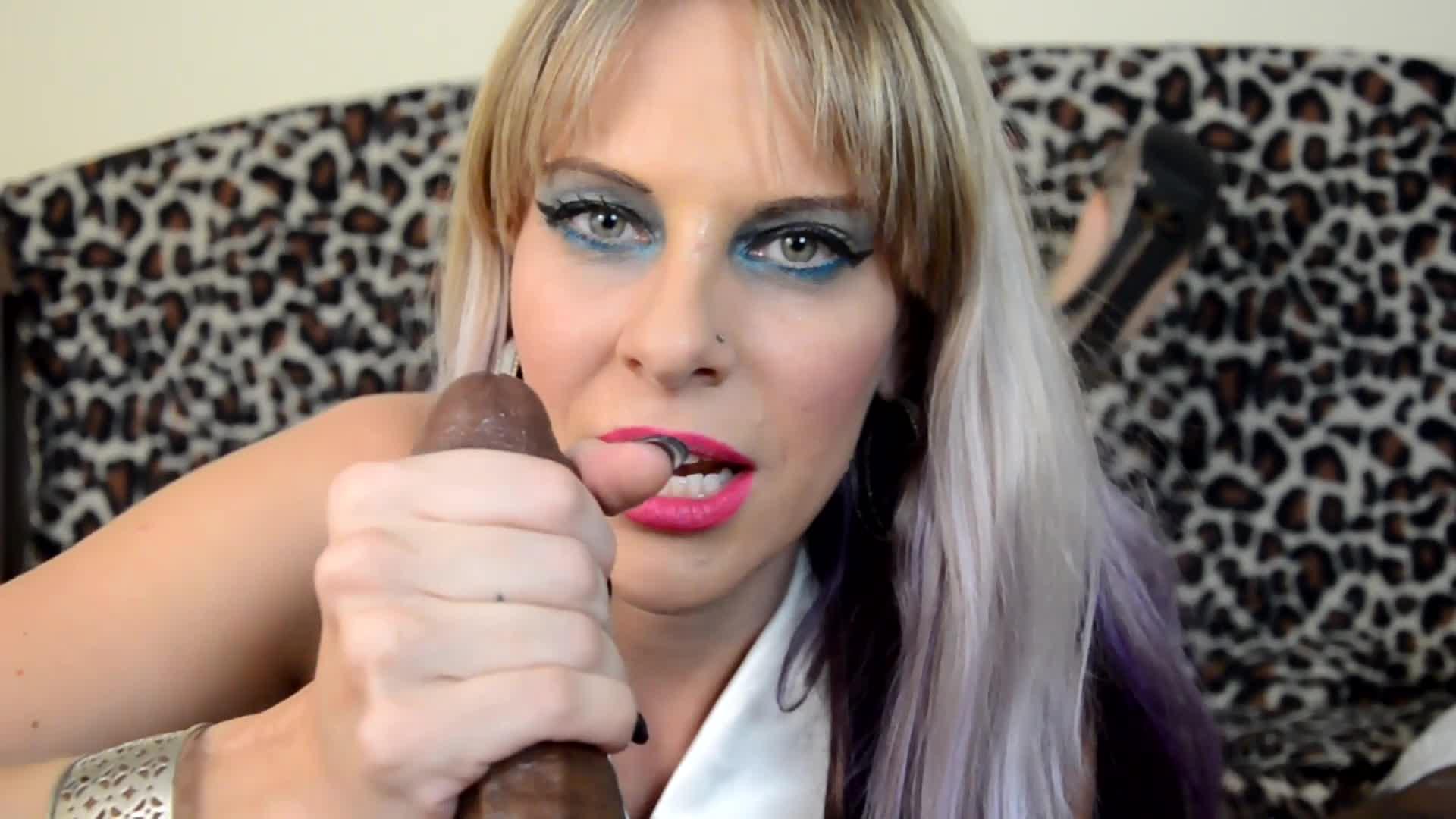 """""""Naughty Vicky Vixxx"""" (Interracial, Blowjob, Tongue Fetish, BBC, Handjobs) Vicky's teasing tongue - ManyVids Production"""