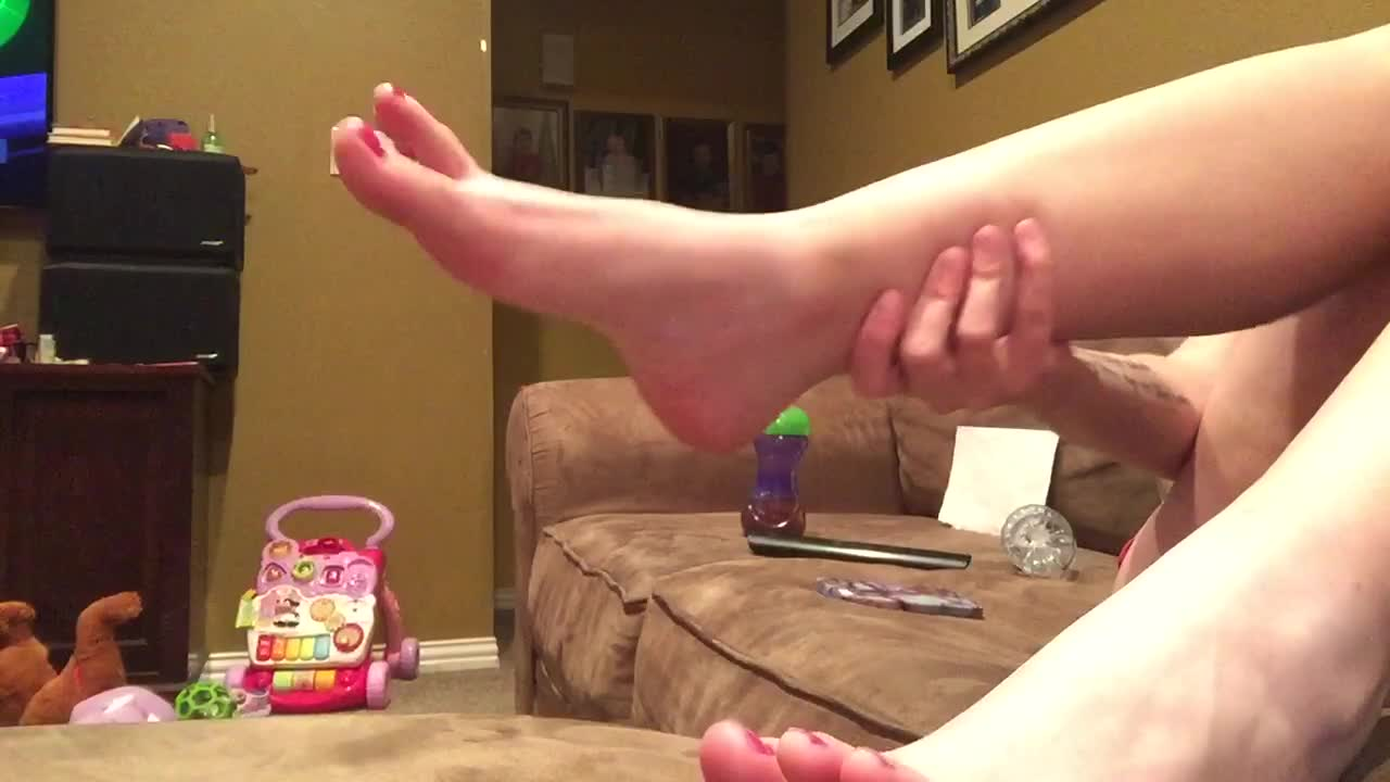 """""""Penelope Pink"""" (18 & 19 Yrs Old, Barefoot, Feet, Foot Fetish, Foot Worship) Painting my pretty feet - ManyVids Production"""