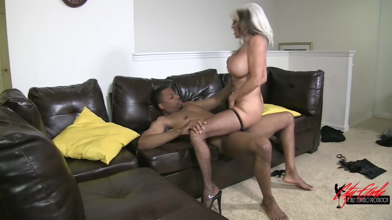 Amateur Big Ass Interracial