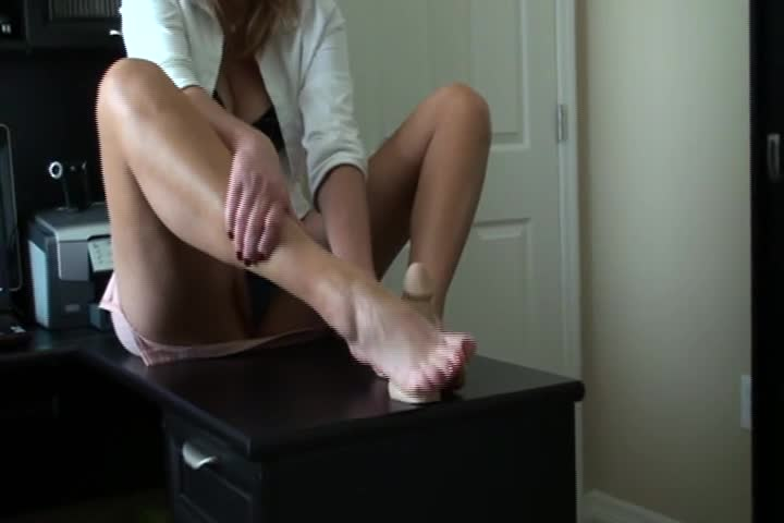 Redhead Cougar Foot Porn