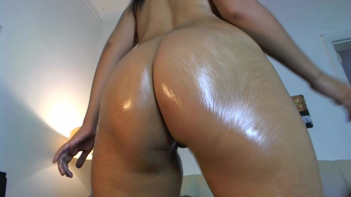 Brazilian girl shaking ass