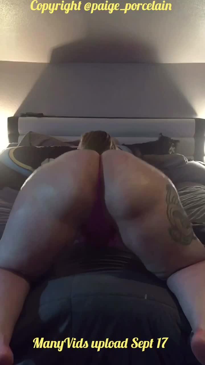 MEREDITH: Bbw Nude Twerk