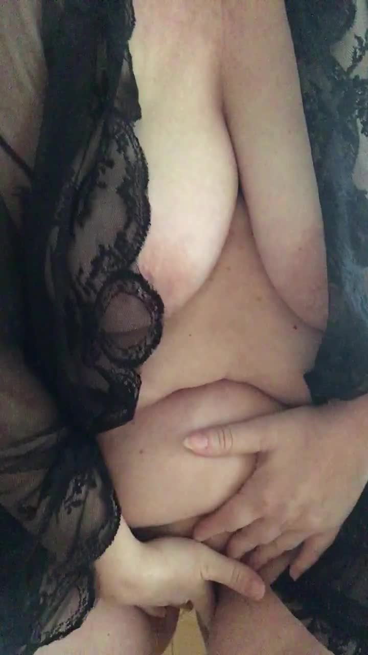 """""""sweetxxl450"""" (BBW, Belly, Big Boobs, Big Tits, Masturbation) Wet bbw plays with her pussy - ManyVids Production"""