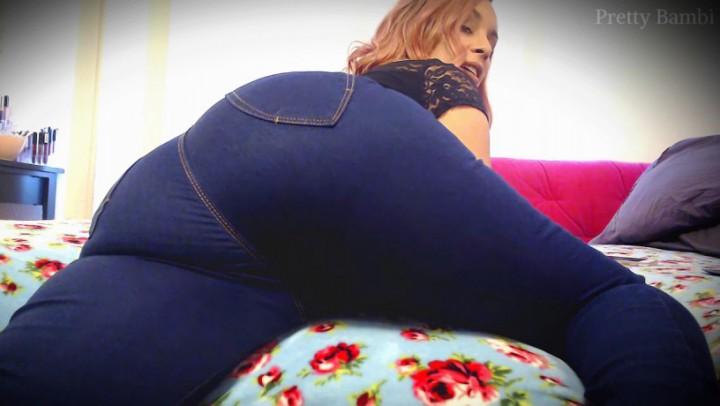 Brunette tight ass opened for rub